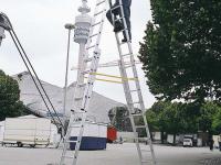 Vario B výškově stavitelný stojací žebřík